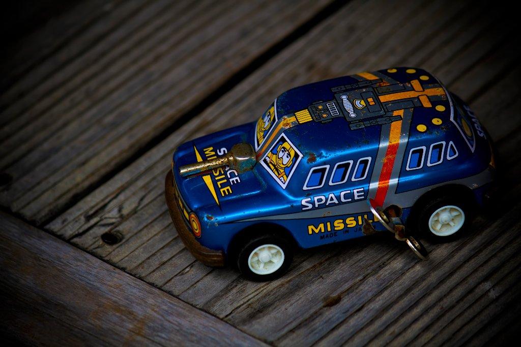 ブリキの車の画像